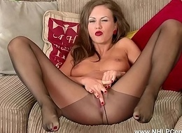 Brunette milf cum-hole plays in hose