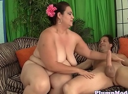 Bigtitted bbw juggling on lucky cock